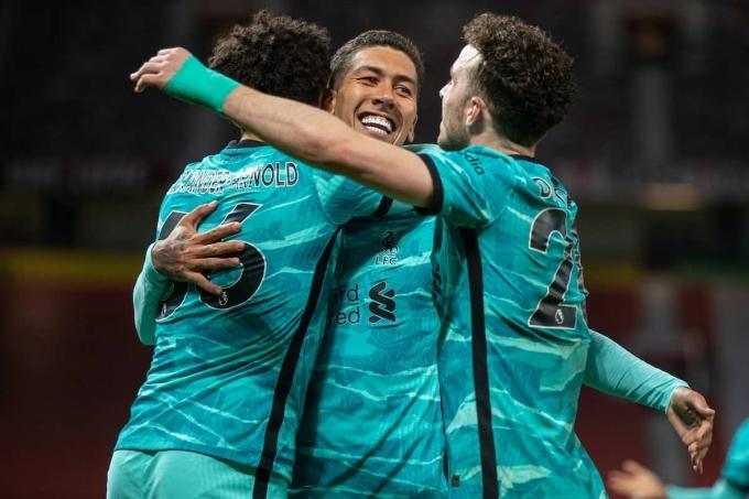 5 điểm nhấn Man Utd 2-4 Liverpool: Khoảng trống chết người; Vũ điệu Bobby ẩn mình trở lại