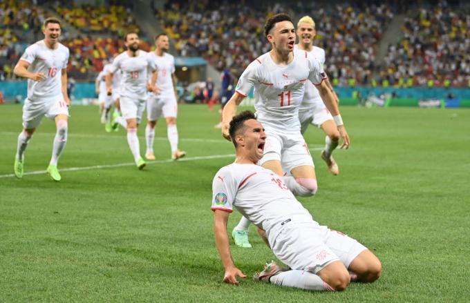 Nhạc trưởng Thụy Sĩ chơi thăng hoa tại EURO, Liverpool  vẫn chốt giá bán