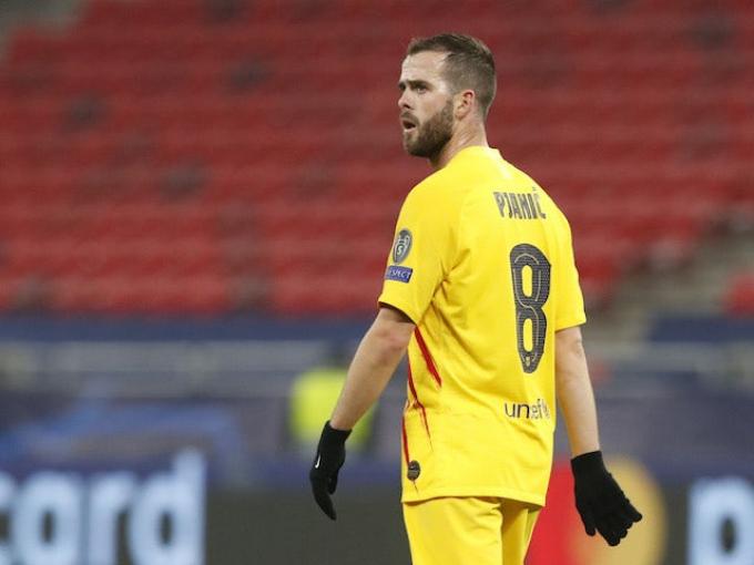 Chelsea chấm tiền vệ ngôi sao của Barcelona