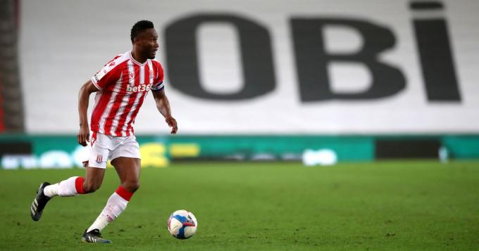 Cựu sao Chelsea hủy hợp đồng với Stoke để đến Châu Á