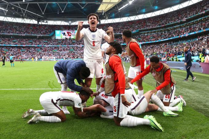 HLV tuyển Anh lo cầu thủ sẽ bị treo giò ở bán kết