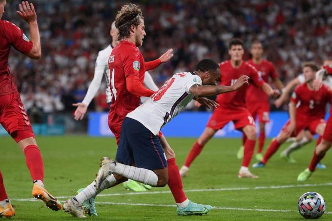 CĐV Italia châm biếm chiến thắng của ĐT Anh