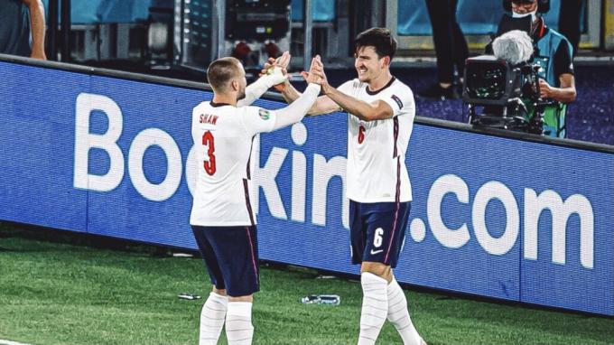 Nhìn ĐT Anh, Solskjaer biết cách sử dụng Maguire và Shaw