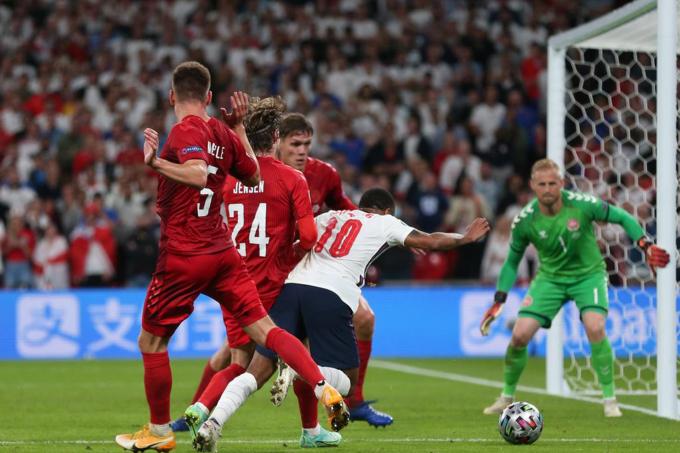 ĐT Anh có được UEFA chống lưng để vô địch EURO 2021?
