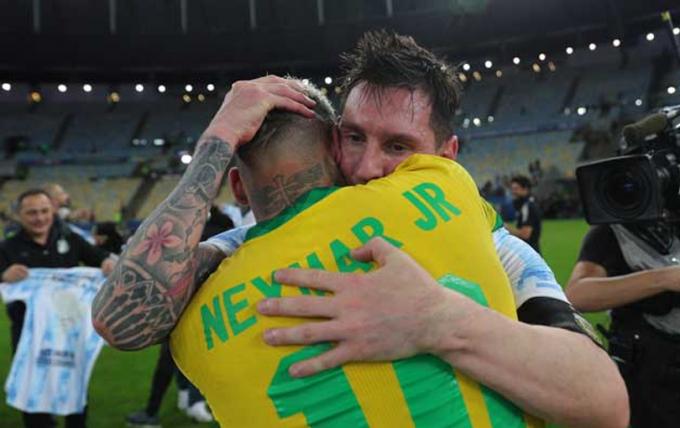 Niềm vui của Messi,  giọt nước mắt của Neymar và những đôi chân rướm máu tại Copa America 2021