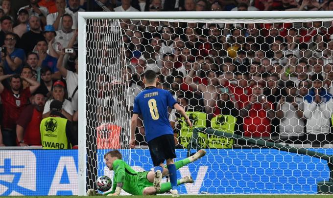Jorginho cố tình đá hỏng penalty ở trận Chung kết EURO 2021