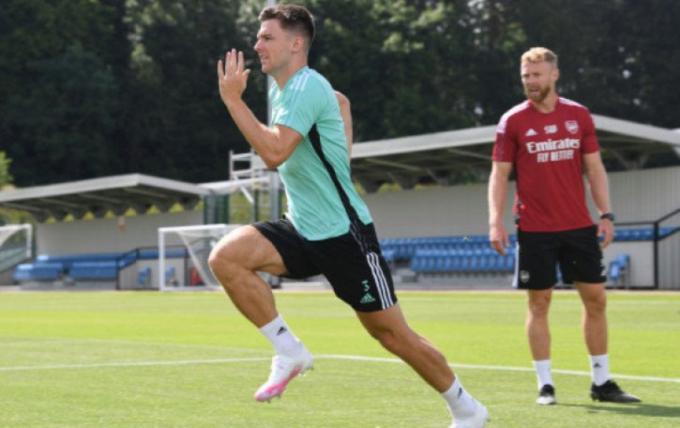 Tierney tự rút ngắn ngày phép để trở lại tập luyện tại Arsenal