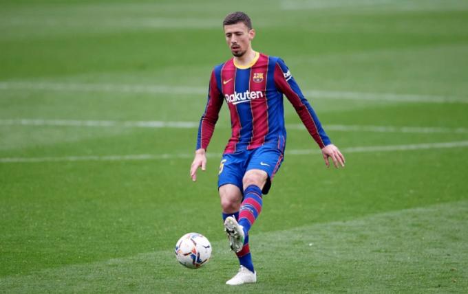 AS: Hai đội bóng tại Premier League theo đuổi trung vệ của Barca