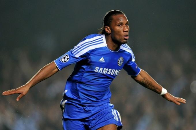Ngày này 17 năm trước, Chelsea chi 24 triệu bảng và sau đó là lịch sử