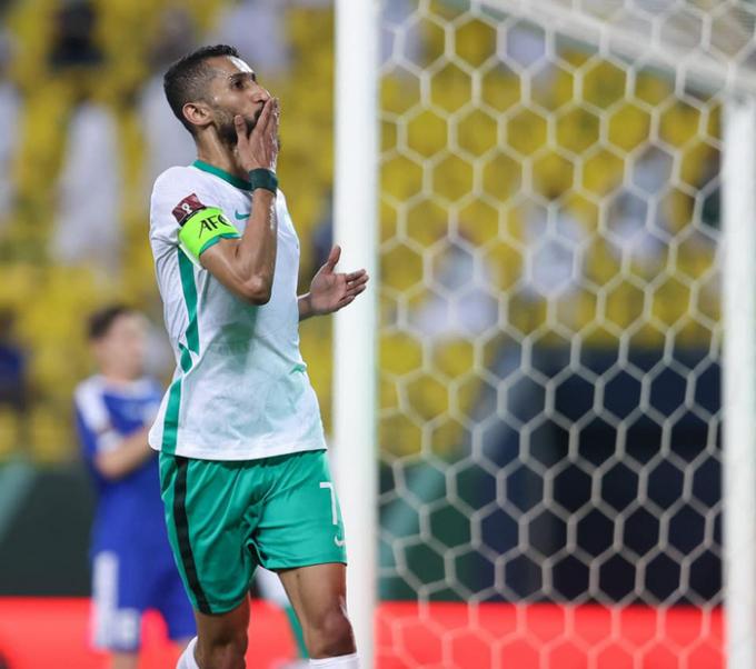 Đội trưởng Saudi Arabia <b>bất ngờ nghỉ tập</b> trước trận gặp Việt Nam