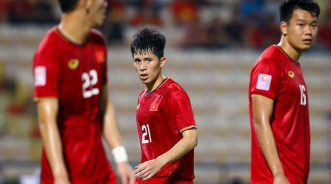 ĐTQG Việt Nam nguy cơ mất <b>2 ngôi sao hàng thủ</b> sau trận thua Saudi Arabia