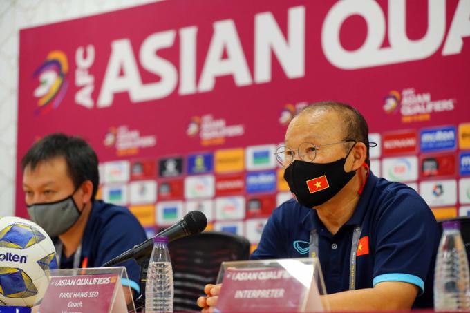 HLV Park Hang Seo nói gì <b>về thẻ đỏ của Duy Mạnh và thất bại của Việt Nam</b> trước Saudi Arabia?