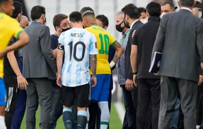 <b>Brazil có thể bị trừ điểm</b> hậu sự cố cảnh sát can thiệp trận đấu với Argentina