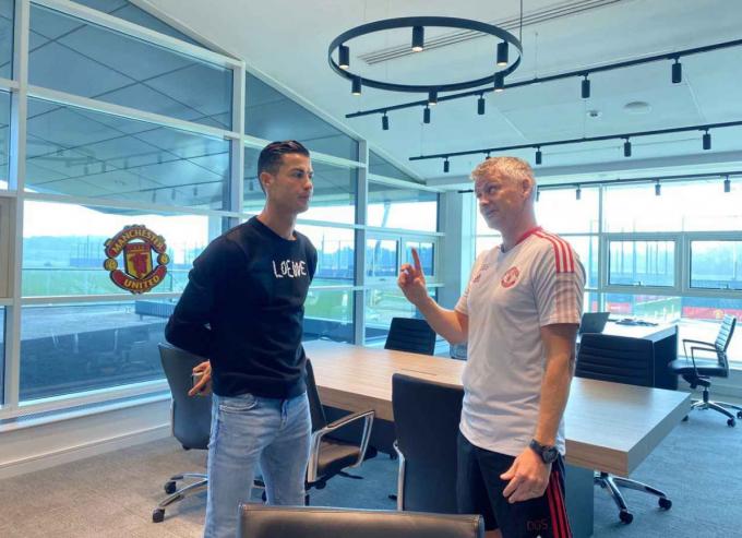Chùm ảnh: Ronaldo chính thức có buổi tập luyện đầu tiên cùng Man United