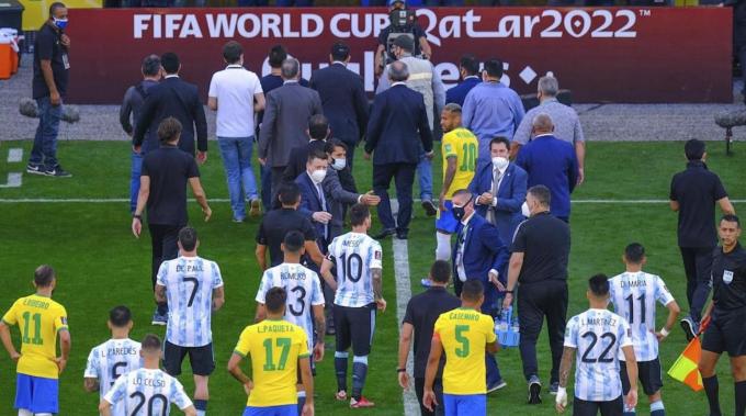 Brazil chơi rắn, <b>10 ngôi sao châu Mỹ bị cấm ra sân tại Ngoại hạng Anh</b>