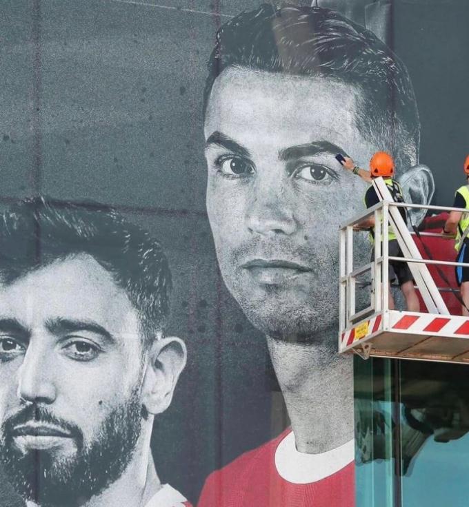 """Sân Old Trafford """"thay da đổi thịt"""" để chào đón Ronaldo"""