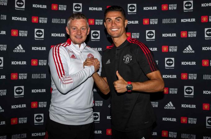 <b>Cristiano Ronaldo ký hợp đồng với Man United</b>, sẵn sàng đối đầu Newcastle United
