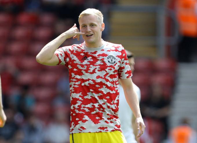 Fred vắng mặt, Solskjaer có <b>trao cờ cho Van de Beek</b> ở trận Newcastle?