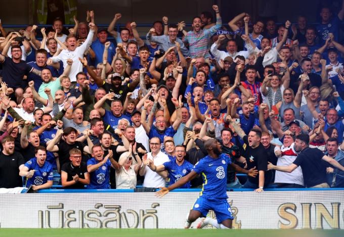 <b>Lukaku ghi 2 bàn sau 2 pha dứt điểm</b>, Chelsea bám sát Man United