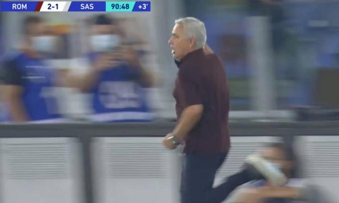 Mourinho chạy như bay khi thắng kịch tích cùng AS Roma <b>ở trận đấu thứ 1000</b>