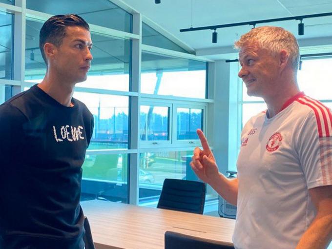 """Solskjaer <b>""""dằn mặt""""</b> Ronaldo về số phút thi đấu tại MU"""