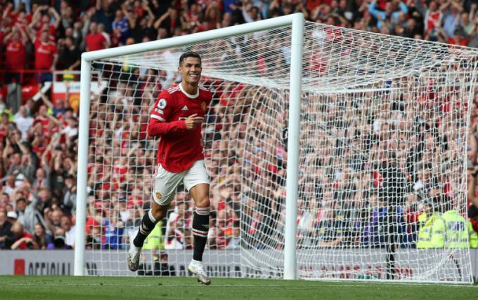 Gary Neville chỉ ra <b>lí do Ronaldo là cầu thủ xuất sắc nhất mọi thời đại</b>