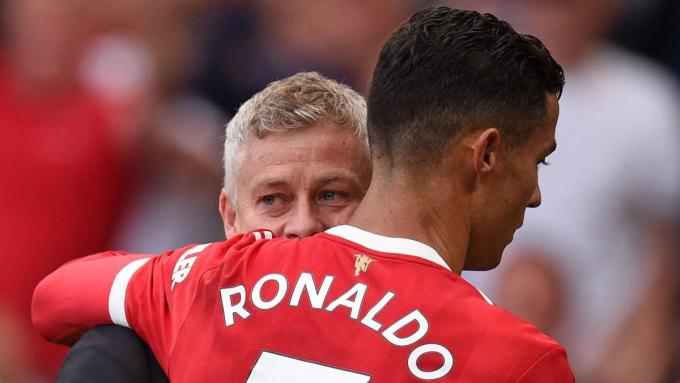 Hé lộ <b>bài phát biểu gây chấn động</b> của Ronaldo tại MU