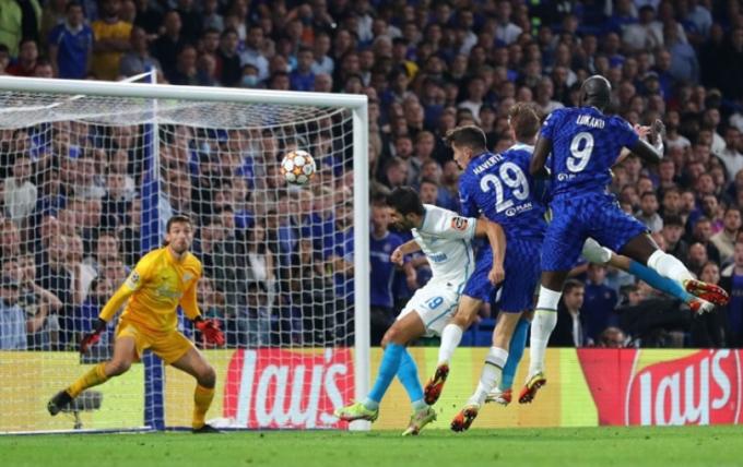 Cứu rỗi Chelsea, Lukaku <b>sánh ngang Ro béo</b> tại Champions League
