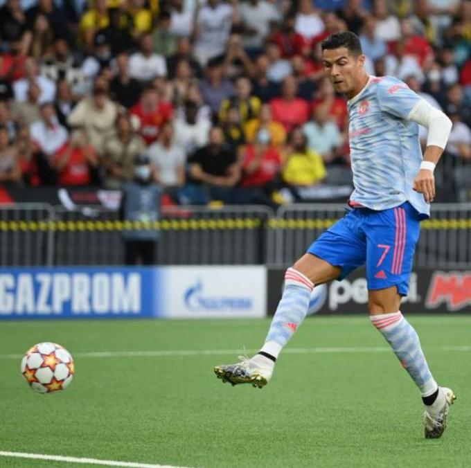 Ronaldo cân bằng kỷ lục, <b>chuẩn bị soán ngôi Casillas và Messi</b> tại Champions League