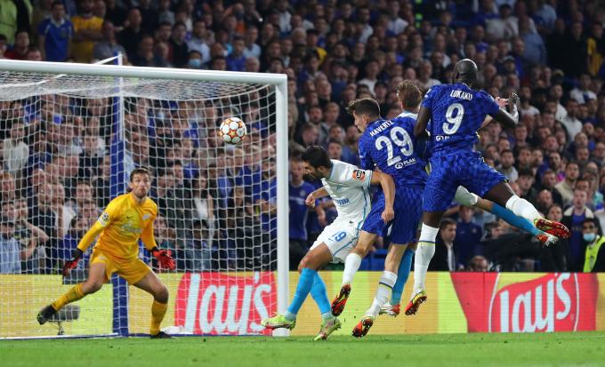 Lukaku <b>mang 3 điểm đầu tiên</b> ở Champions League về cho Chelsea