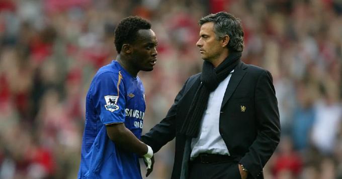 Cựu đồng đội tại Chelsea tiết lộ <b>suýt phải dùng đồ bảo hộ</b> vì Essien