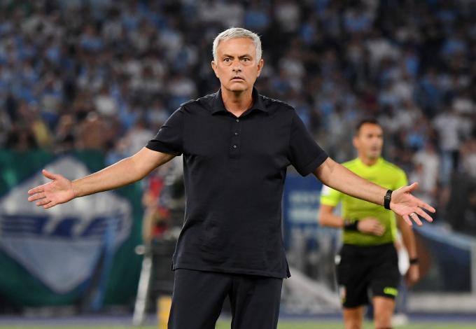 Mourinho <b>phát điên, đổ tội trọng tài và VAR phá huỷ</b> trận derby thành Rome