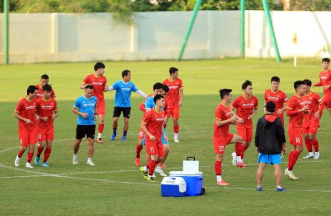 <b>ĐT Việt Nam loại 6 cầu thủ</b> trước khi sang UAE đấu với Trung Quốc