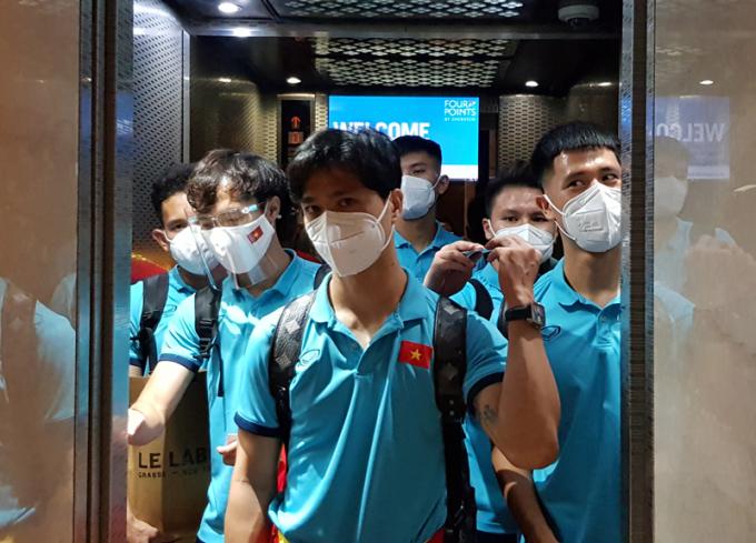 ĐT Việt Nam <b>đặt chân đến địa điểm thi đấu</b> với Trung Quốc