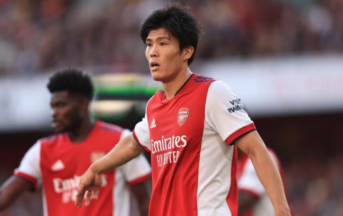 Hậu vệ Tomiyasu của Arsenal được <b>so sánh với siêu sao Cristiano Ronaldo</b>