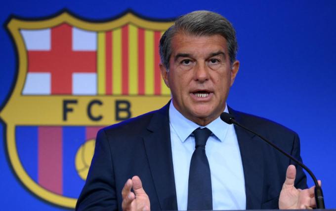 Khó khăn bủa vây Barcelona khi <b>mức lương trần tiếp tục bị cắt giảm</b>