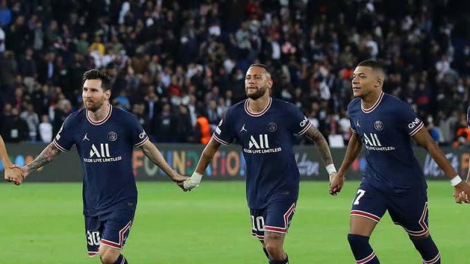 <b>PSG thua sốc</b> khi bộ ba Messi, Mbappe và Neymar cùng ra sân