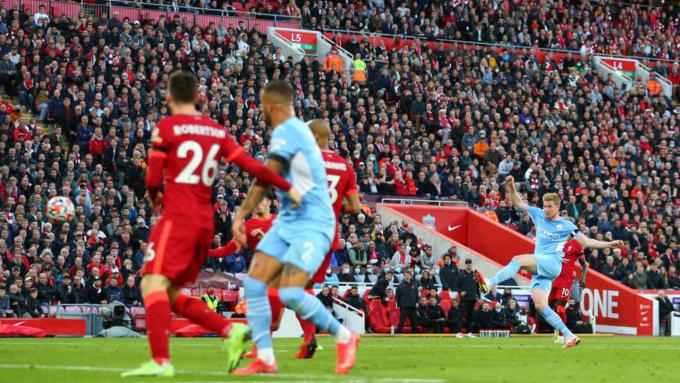 """Trợ lý Guardiola <b>""""dính chưởng""""</b>, Man City <b>đâm đơn kiện</b> fan Liverpool"""
