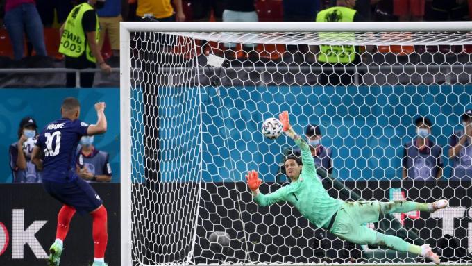 Mbappe bất ngờ muốn <b>bỏ tuyển Pháp</b>