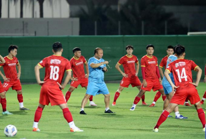 """HLV Park Hang-seo <b>đổi """"bài vở""""</b> cho học trò trước khi đấu Trung Quốc"""