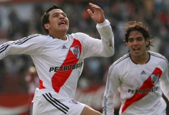 Rayo Vallecano gây sốc với ý định <b>mang Alexis Sanchez về tái hợp với Falcao</b>