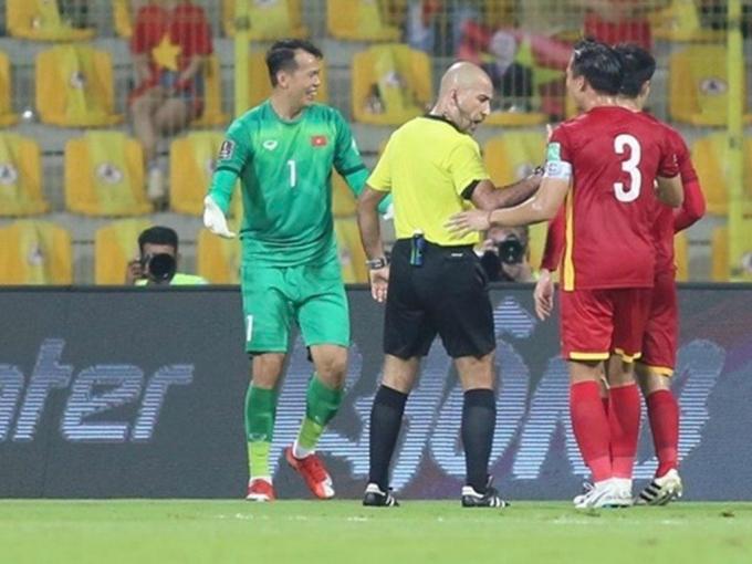 Lộ danh tính trọng tài bắt trận Oman - Việt Nam: <b>Hóa ra người quen!</b>