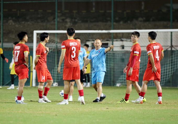 Thầy trò <b>HLV Park Hang-seo lặn lội đường xa</b> để có sân tập đẹp