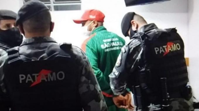 Cầu thủ Brazil bị cảnh sát bắt giữ vì <b>đá vào đầu trọng tài đến bất tỉnh</b>