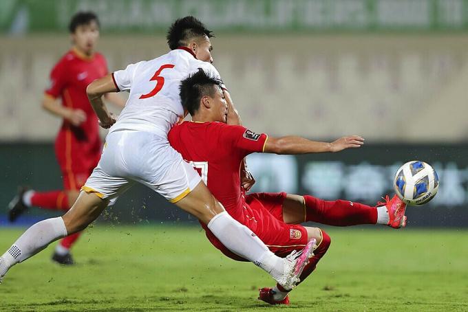 <b>Nhận trung vệ sai lầm ở trận Trung Quốc</b>,  HLV U22 Việt Nam nói gì?
