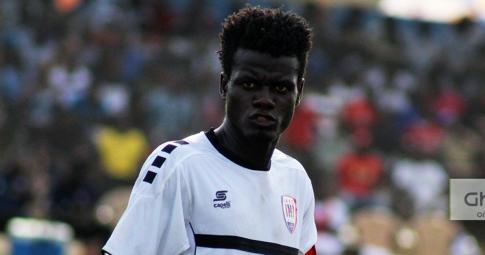 """Cầu thủ Ghana trở thành """"người hùng"""" nhờ 2 bàn phản lưới nhà trắng trợn"""