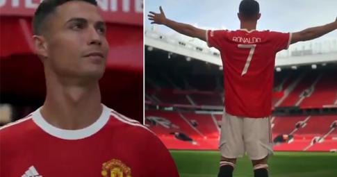 Ronaldo đặt chân trở lại Old Trafford với chiếc áo số 7 thân thuộc