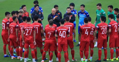 <b>Chốt ngày hội quân trở lại</b> của ĐT Việt Nam chuẩn bị cho 2 trận đấu gặp Trung Quốc và Oman