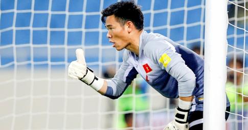 NÓNG! HLV Park Hang Seo bất ngờ triệu tập thủ môn Nguyên Mạnh