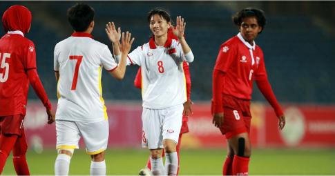 """HLV tuyển nữ Việt Nam: """"Tôi đề nghị các bạn quên chiến thắng 16-0 ngay đi"""""""